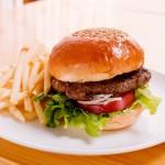 妊娠初期に空腹が気持ち悪い…食べ過ぎちゃうけど体重管理はどうやる?