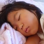 2歳児朝起きたら目やにがすごいこれって何?何科に行けばいいの?
